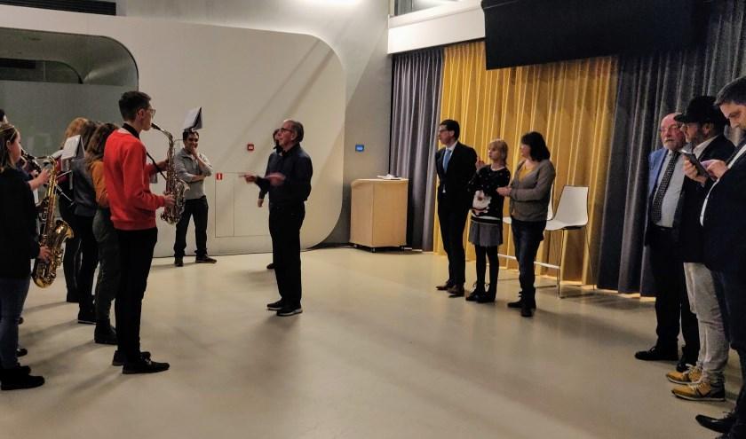 Harmonieorkest Volharding speelt voor de burgemeester. Foto: Rob Stevens
