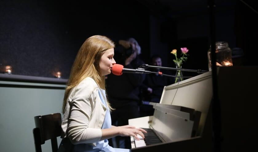 Lien Cornelissen tijdens de presentatie van haar akoestische debuut-EP 'Stilaan'. Foto: Iwan de Brabander.