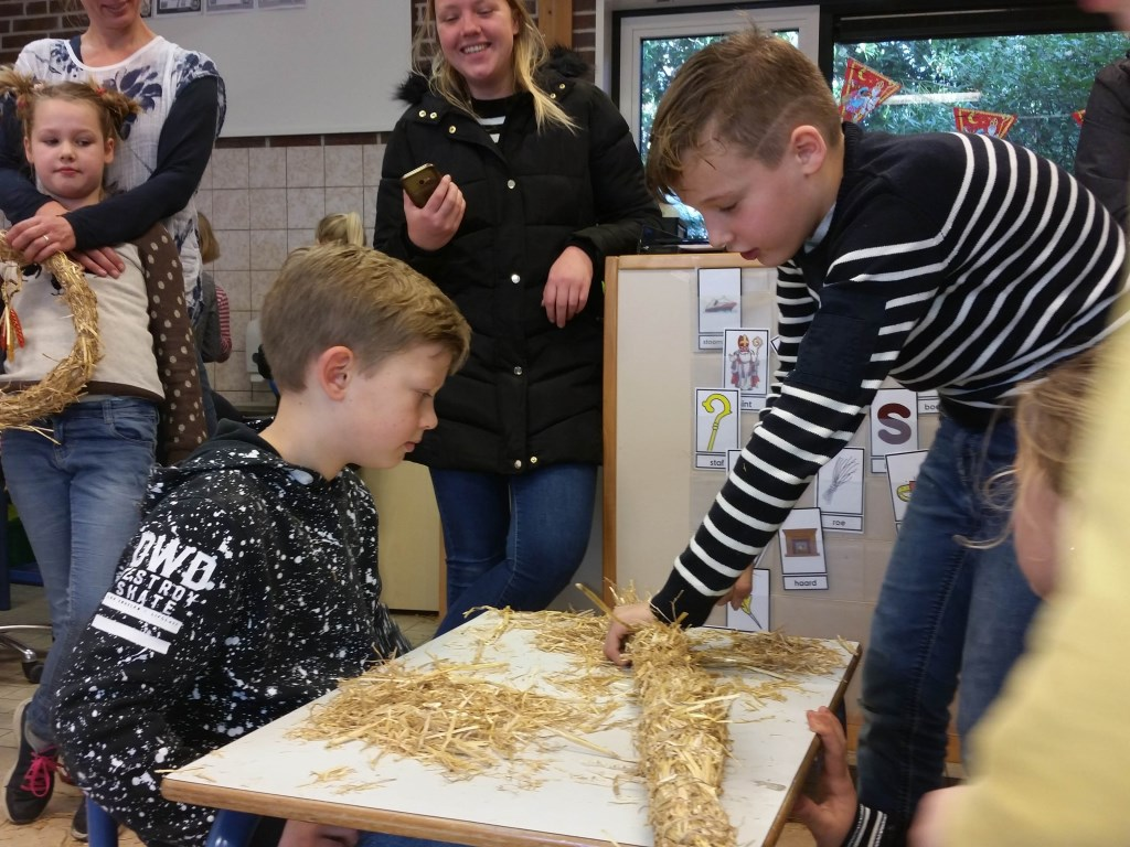 Stro vlechten was een van de workshops. Foto: Sonja Grooters  © Achterhoek Nieuws b.v.