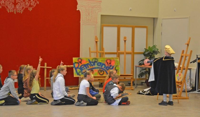 Rembrandt onderwijst zijn leerlingen. Foto: Henk Sales