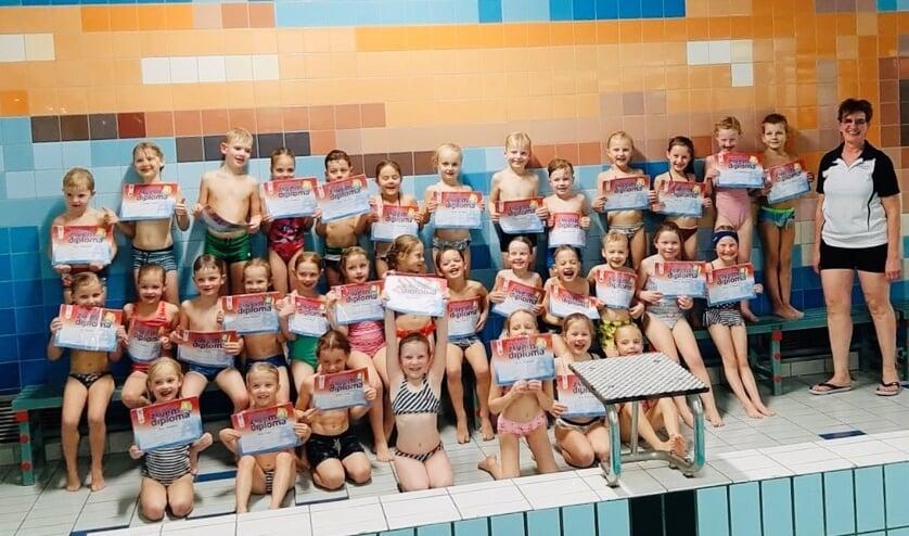 Allemaal gefeliciteerd met je zwemdiploma! Foto: PR Aquafit