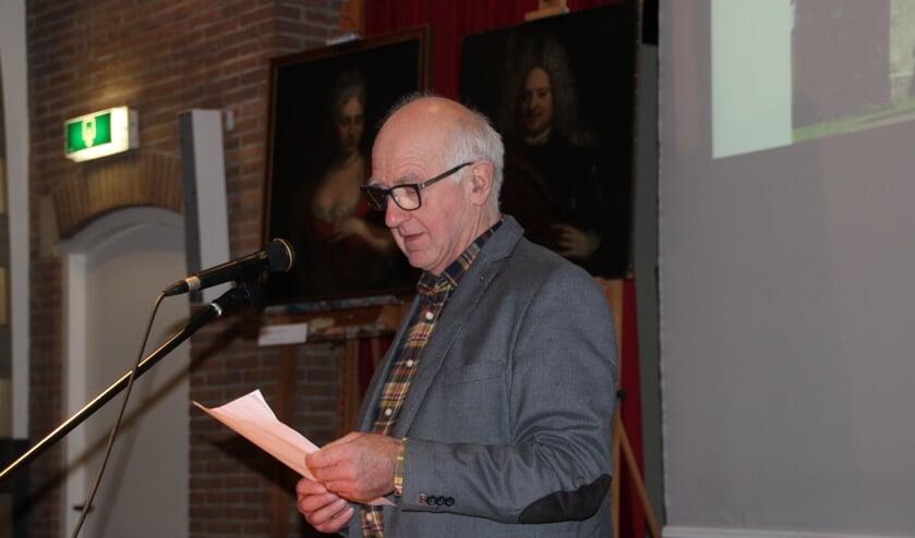 Henk Heijnen vertelt hoe hij de grafkelder vond. Foto: Lydia ter Welle
