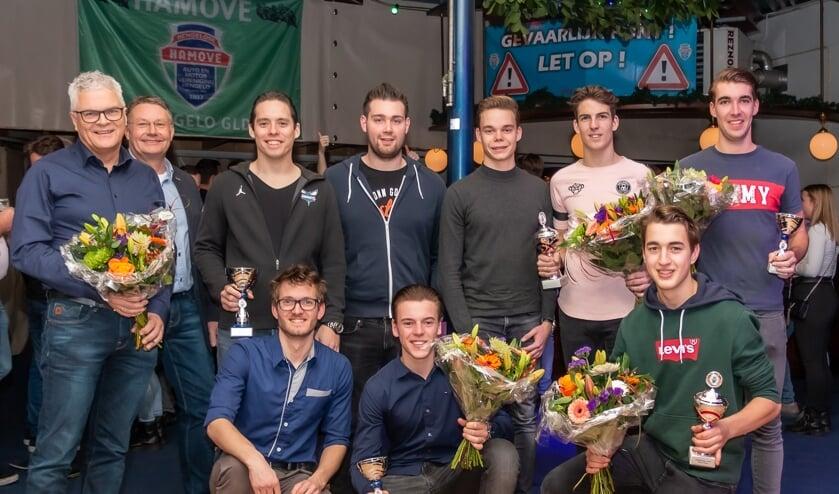 Bekers en bloemen voor een aantal Hamove-clubleden. Foto: Ronny Wormgoor