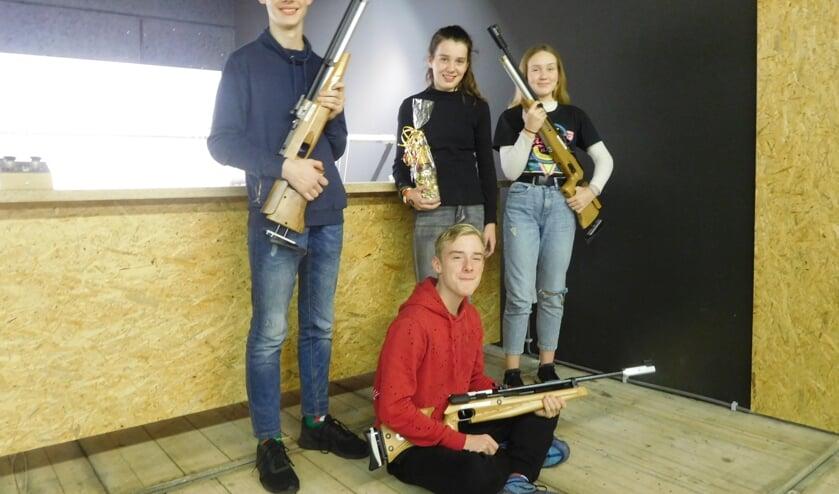 voorgrond zittend, Kay Droste. Staand v.l.n.r. Stijn Lageschaar, winnares Britt Geurkink en Noortje van der Aa. Foto: PR CSV