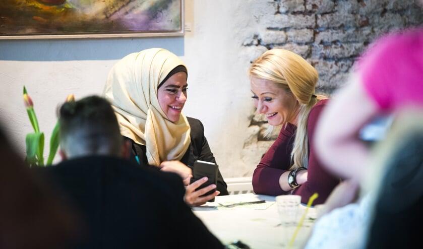 De stichting helpt vluchtelingen uit een isolement te komen door hen te koppelen aan lokale inwoners. Foto: PR