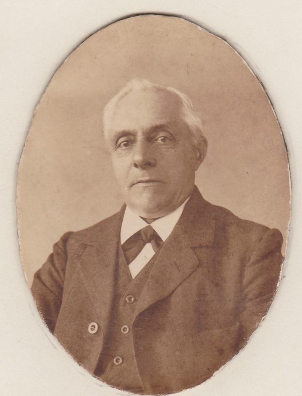 H.J. Krebbers, jarenlang onderwijzer in Vorden. Foto: PR  © Achterhoek Nieuws b.v.
