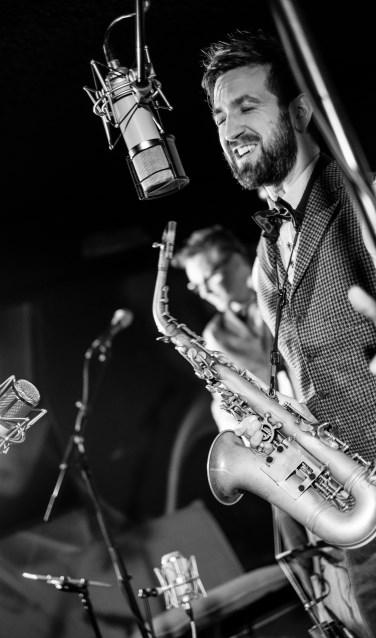 Zanger, saxofonist Benjamin Kuipers komt op 17 december bij It's Time for Jazz het jaar afsluiten met zijn trio. Foto: PR