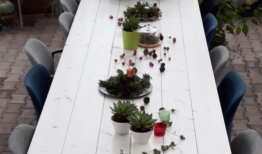 De tafel waar Maria Aaldering haar gasten voor uitnodigt. Foto: PR