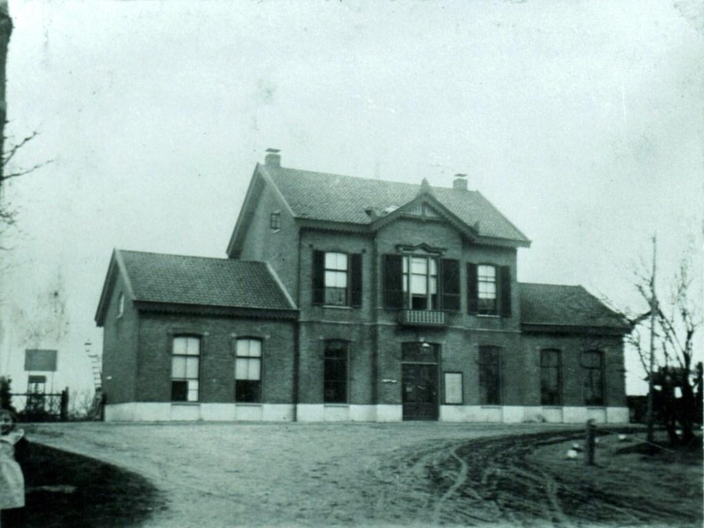 """Het Vordense station zoals het er in 1900 uitzag. Foto: Vereniging Oud Vorden/Coll. Albers/foto jhr. Van Haeften"""".  Foto: Picasa © Achterhoek Nieuws b.v."""