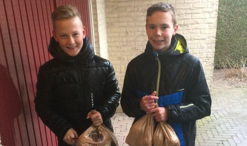 De jeugd van SV Basteom verkoopt sinaasappelen. Foto: PR