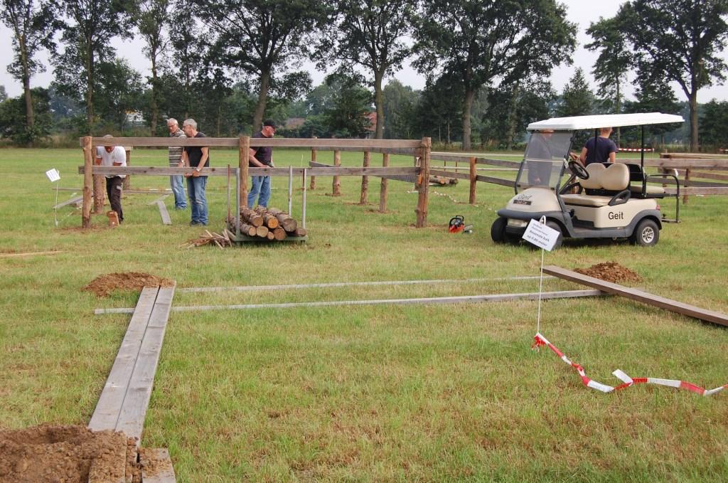 Vrijwilligers aan het werk met het inrichten van het terrein. Foto: PR   © Achterhoek Nieuws b.v.