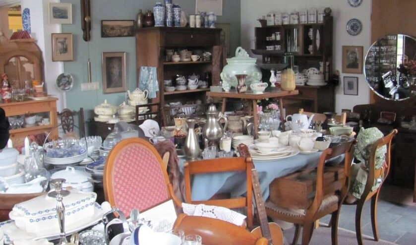Tweedehandsspullen, serviesdelen en spullen uit grootmoedertijd. Foto: PR