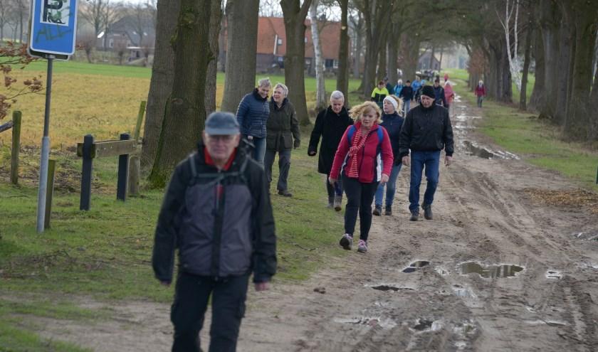 Door de natte weersomstandigheden waren sommige zandwegen wat modderig. Foto: Achterhoekfoto.nl/Johan Braakman