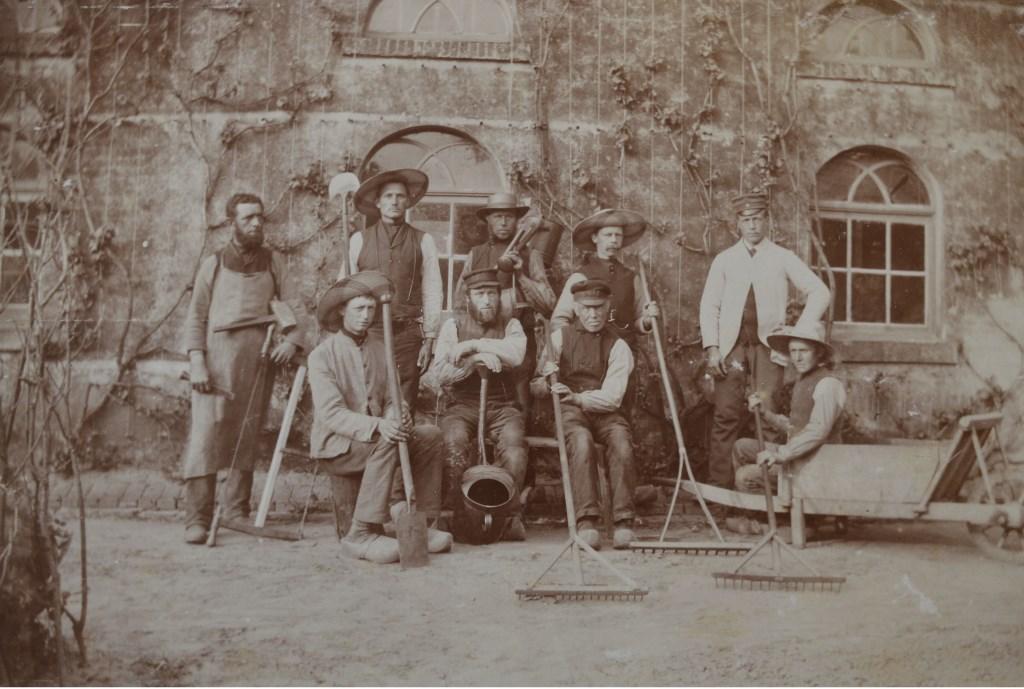 Tuinlieden Landfort rond 1880. Archieffoto: Landfort  © Achterhoek Nieuws b.v.
