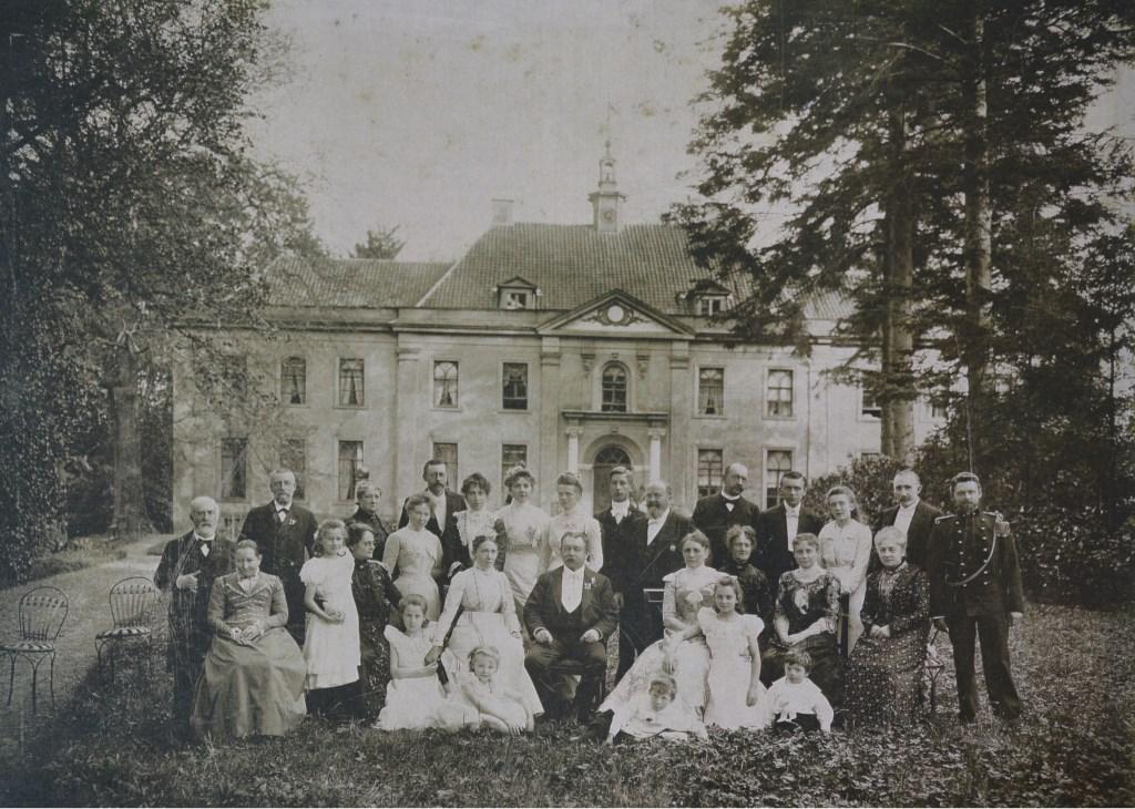 Zilveren bruiloft Van Woelderen-Luyken. Foto: Archief Landfort  © Achterhoek Nieuws b.v.