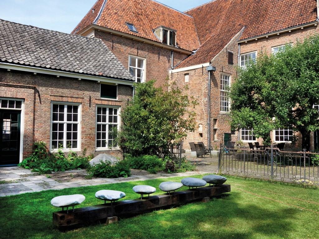 Een kunstwerk van Floris Brasser in de tuin van Dat Bolwerck. Foto: PR  © Achterhoek Nieuws b.v.