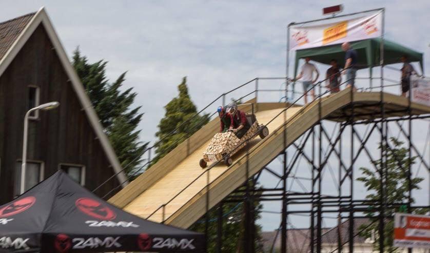 Hout is goud, de winnaar van de allereerste zeepkistenrace van de kermis in Lievelde. Foto: PR