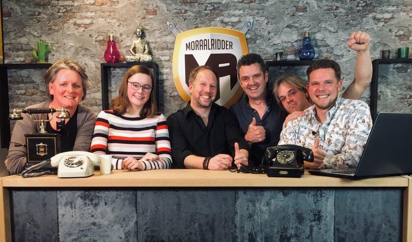 Het team van de live-uitzendingen, met in het midden presentator Bart Kolkman. Foto: De Moraalridder