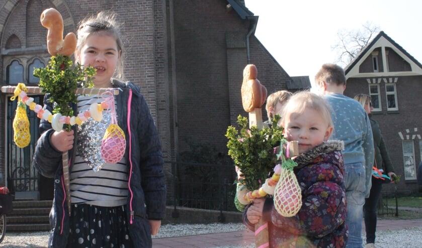 Er waren zondag prachtige palmpaasstokken voor de Palmpasen optocht door de kinderen gemaakt Foto: PR