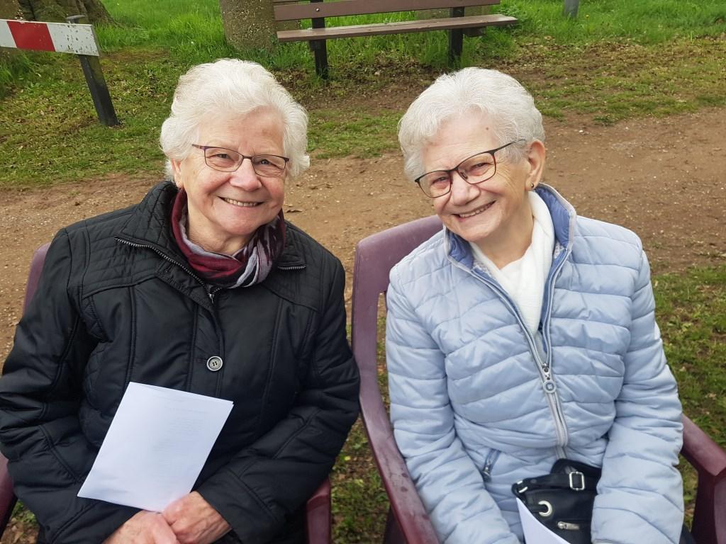 De 'zusjes Rensing' waren er ook in 1947 bij, toen als bruidjes.  © Achterhoek Nieuws b.v.