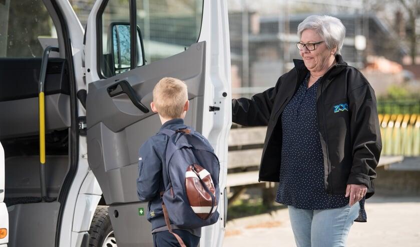 ZOOV rijdt weer leerlingen naar school. Foto: Carlo Stevering