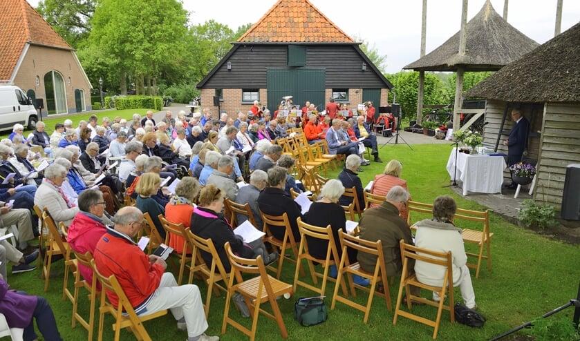 Ook dit jaar is de oecumenische kerkdienst op het erf van boerderij De Klooster. Foto: PR