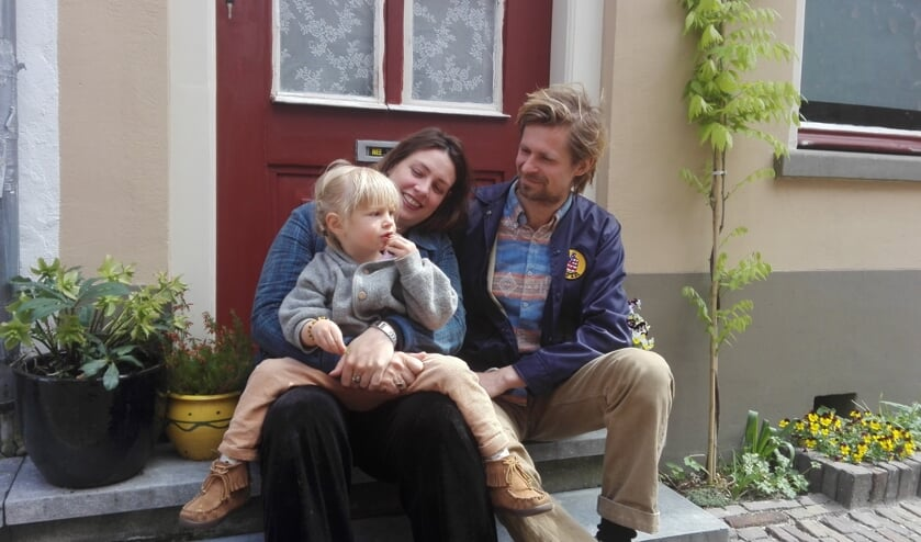 Claudia en Sebastian met hun dochtertje Isa. Foto: Mirjam van Biemen
