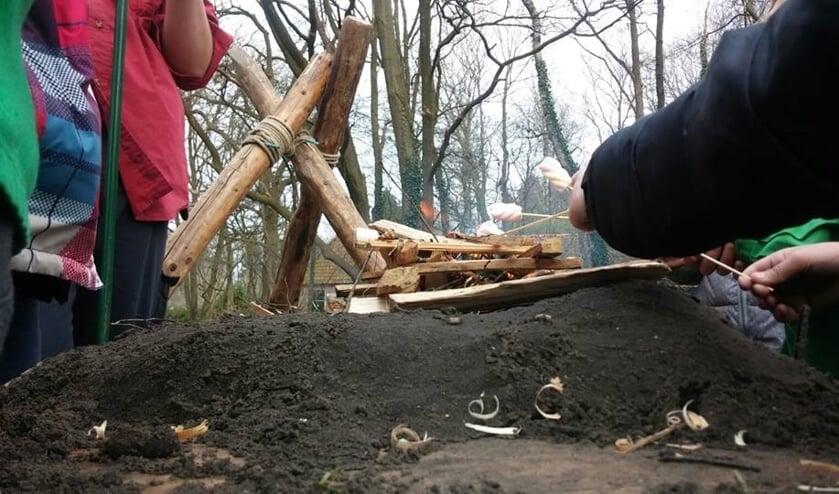 Vuur maken hoort er bij, bij de scouting. Foto: PR