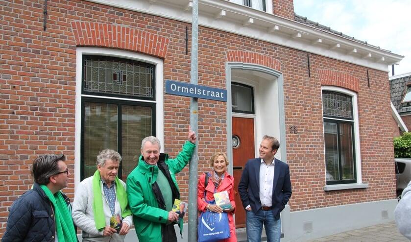 Henk Jan Ormel (midden) op campagne in de Ormelstraat. Foto: Lydia ter Welle