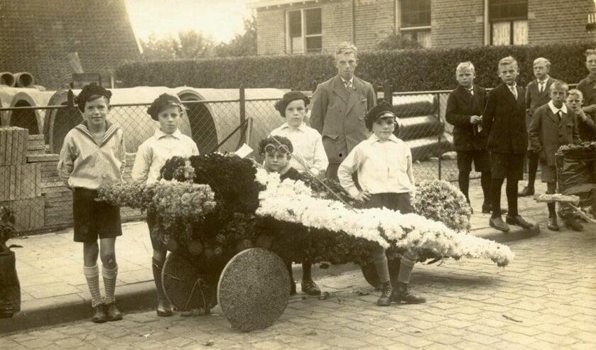 Een foto uit 1933 met daarop het wagentje van de gebroeders Breukers. Foto: Archief Vereniging Oudheidkunde Lichtenvoorde