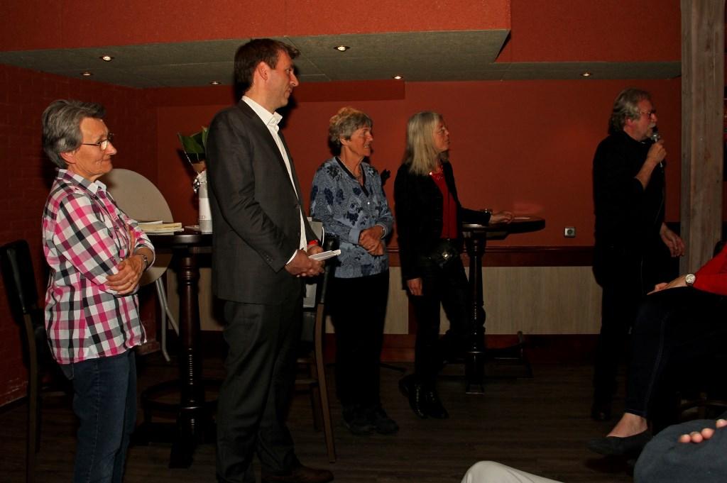 Evelyne Turk, Fabien Pois, Flory Poels, Marieke Lodder en Marcel Bugter.  Foto: Liesbeth Spaansen  © Achterhoek Nieuws b.v.