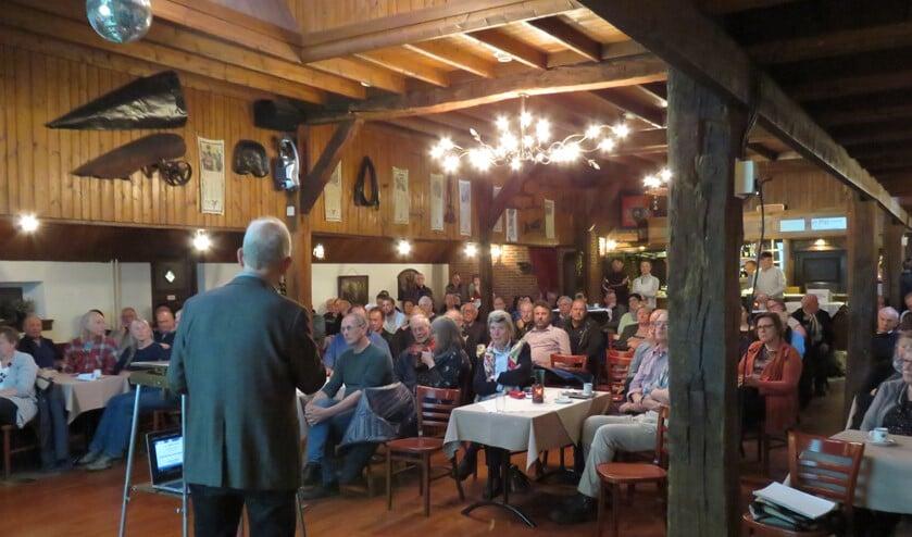 De informatiebijeenkomst over asbestdaken in het Onland. Foto: Bert Vinkenborg
