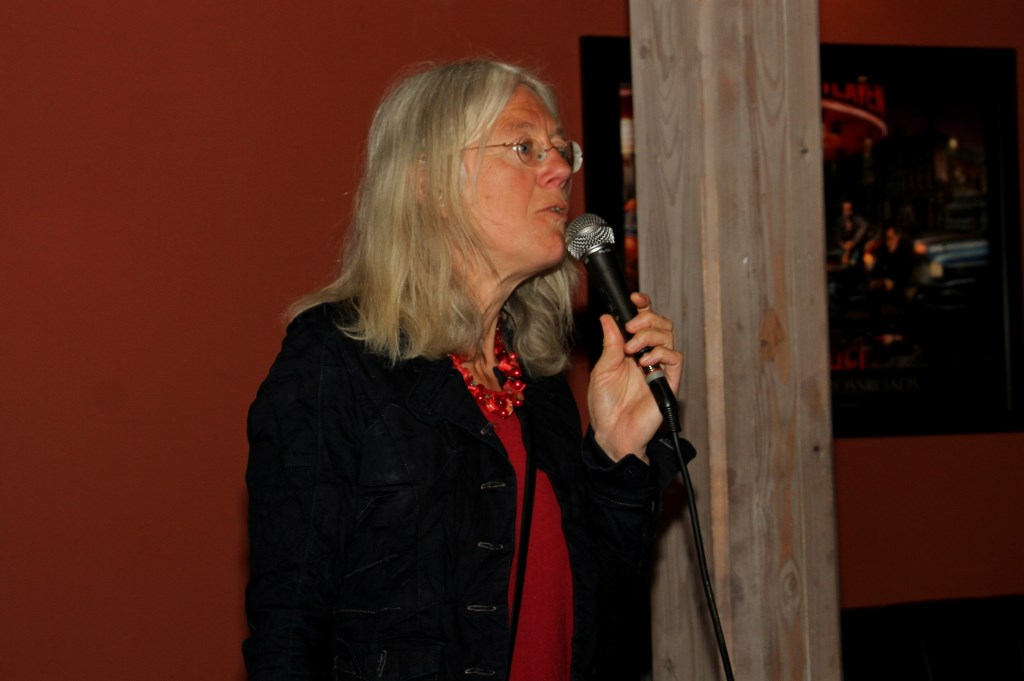 Voorzitter Marieke Lodder opent de avond.  Foto: Liesbeth Spaansen  © Achterhoek Nieuws b.v.