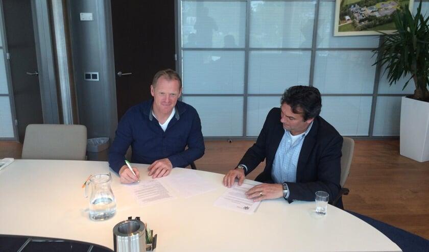 Onlangs ondertekenden directeur Gerrit Jan van de Pol en KVZ-voorzitter Henk Jan Milius het contract. Foto: PR