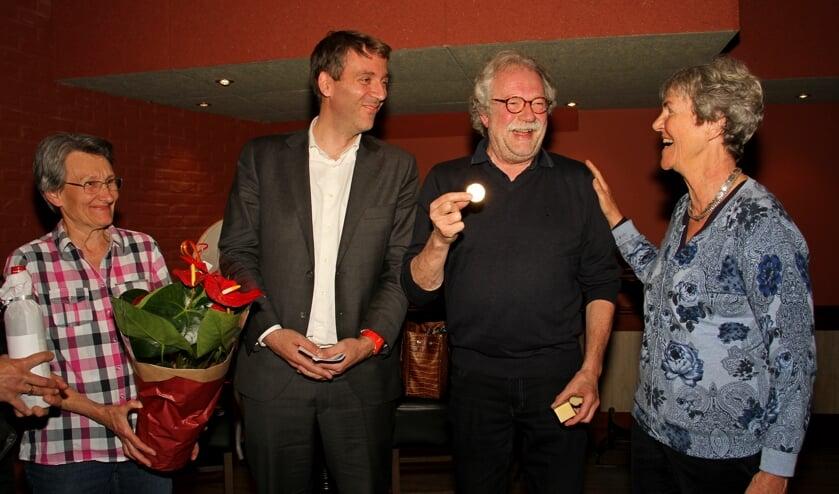 Evelyne Turk, Fabien Pois, Marcel Bugter met zijn médaille Paul Belmondo en Flory Poels. Foto: Liesbeth Spaansen
