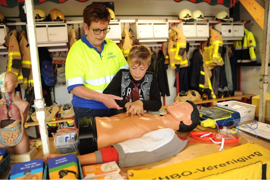 Ook andere instanties presenteerden zich, waaronder EHBO afdeling, Veilig Verkeer Bronckhorst en AED Stichting Bronckhorst. Foto: Achterhoekfoto.nl/Paul Harmelink  © Achterhoek Nieuws b.v.
