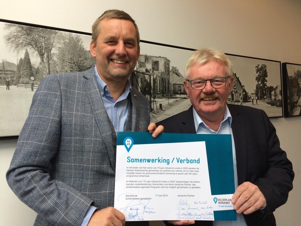 Beide burgemeester samen in De Taverne. Foto: PR  © Achterhoek Nieuws b.v.