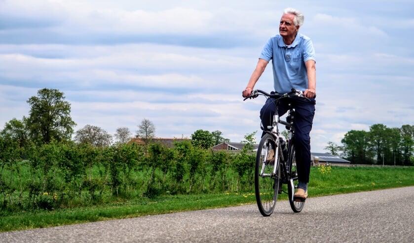 Jos Cramer (77) uit Nieuwerkerk aan den IJssel houdt van fietsen én van de Achterhoek. Foto: Luuk Stam