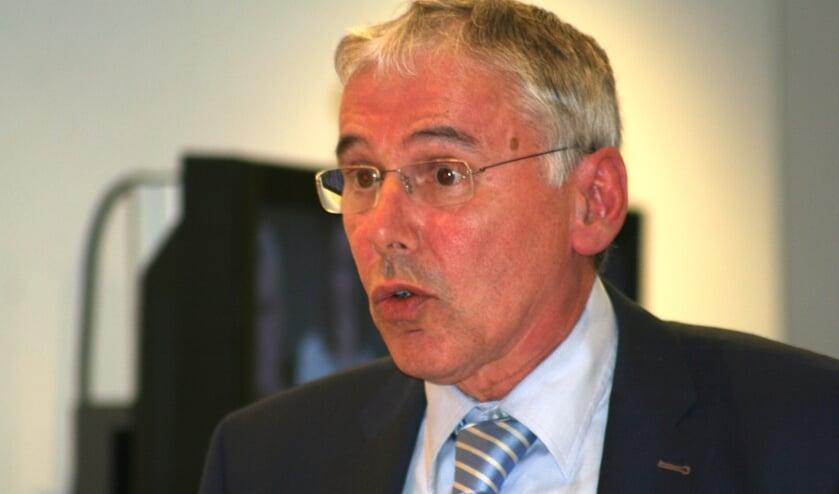 Wethouder Bonsen verdedigt het raadsvoorstel over de sloop van het Rabogebouw. Foto: Kyra Broshuis