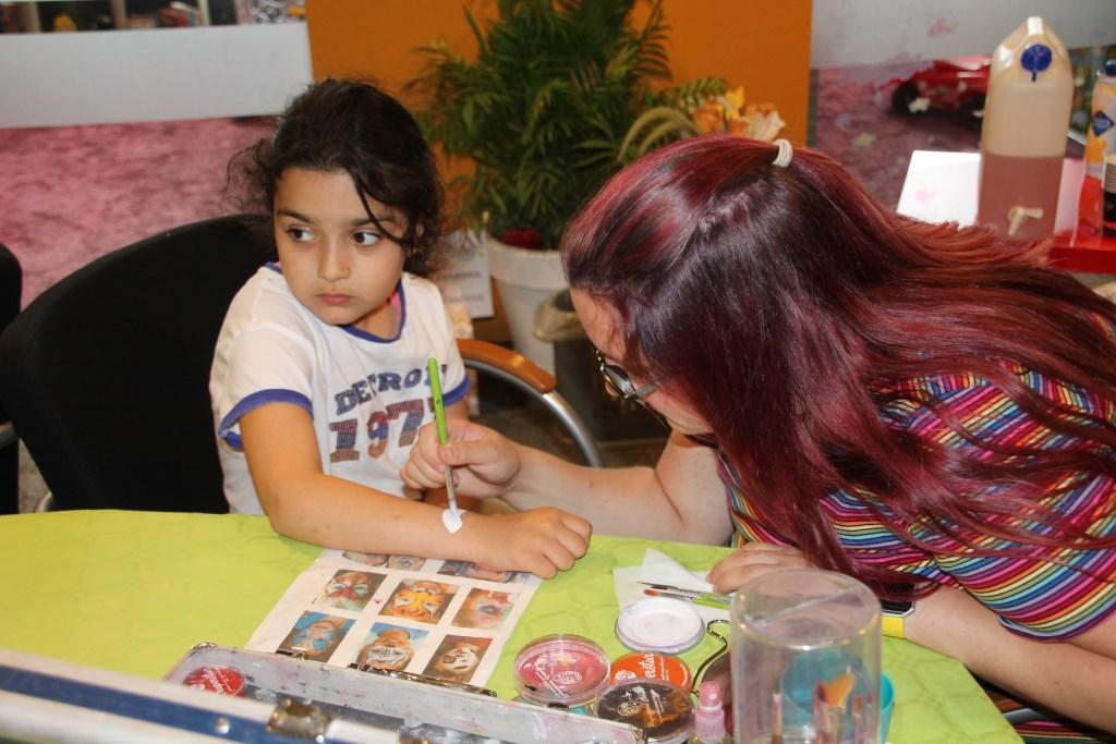 In de kinderhoek konden kinderen worden geschminkt.Foto: Lydia ter Welle  © Achterhoek Nieuws b.v.