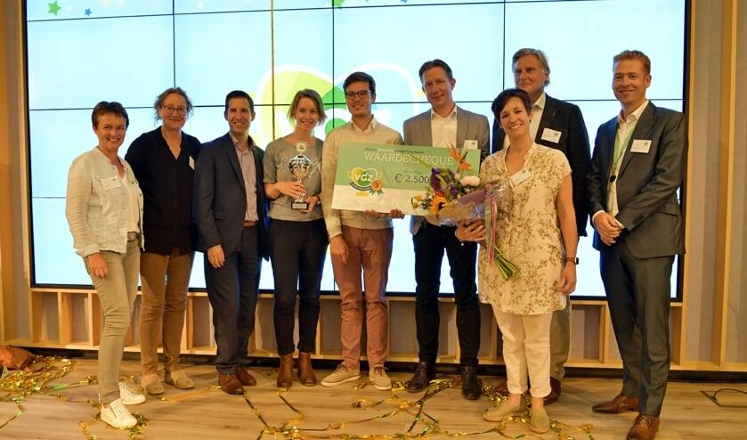 Oud-Vordenaar Michiel Vaneker (vierde van rechts) en zijn team uit het Radboudumc met de bronzen Zinnige Zorg Award 2019. Foto: PR
