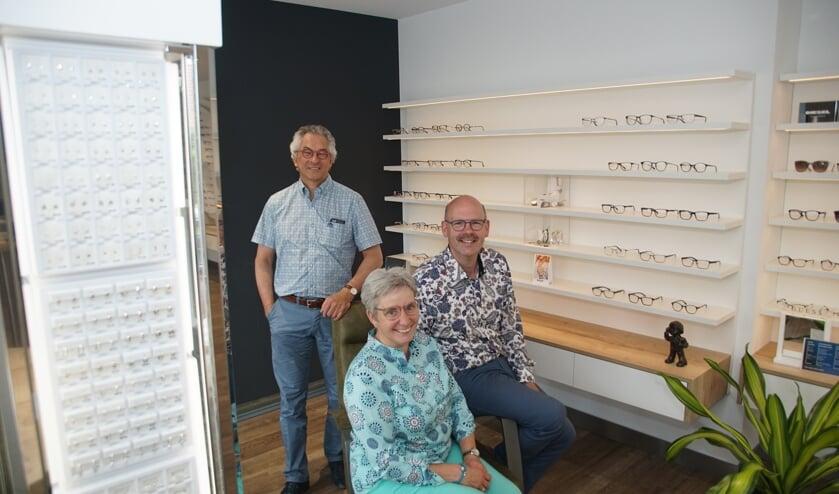 Van links naar rechts John, Christien en Derk-Jan. Op de foto ontbreekt Demi. Foto: Frank Vinkenvleugel