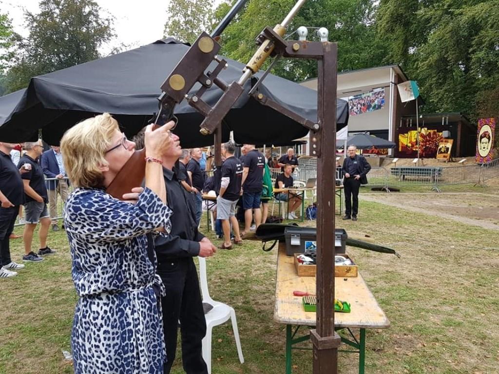 Dit jaar krijgt wethouder Marieke Frank gezelschap van meer Grolse vrouwen en is ze niet meer de enige vrouwelijke schutter. Foto: PR  © Achterhoek Nieuws b.v.