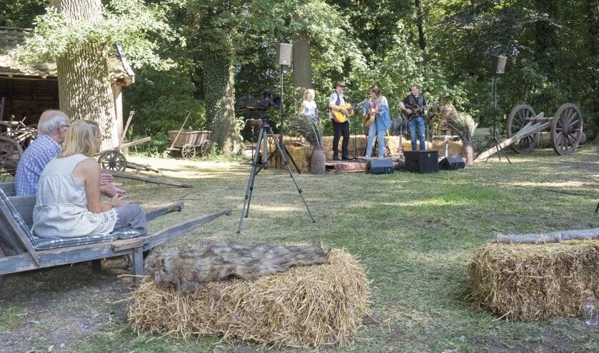 Rustieke sfeer tijdens Country Music on the Farm. Foto: PR