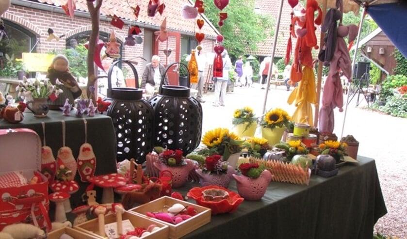 Er zijn tijdens de boekenbeurs ook diverse kramen ingericht met een gevarieerd aanbod van zelfgemaakte producten. Foto: PR.