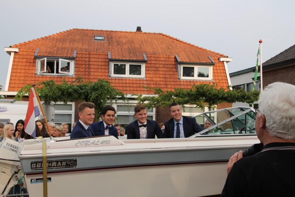 Met de boot naar je gala.  © Achterhoek Nieuws b.v.