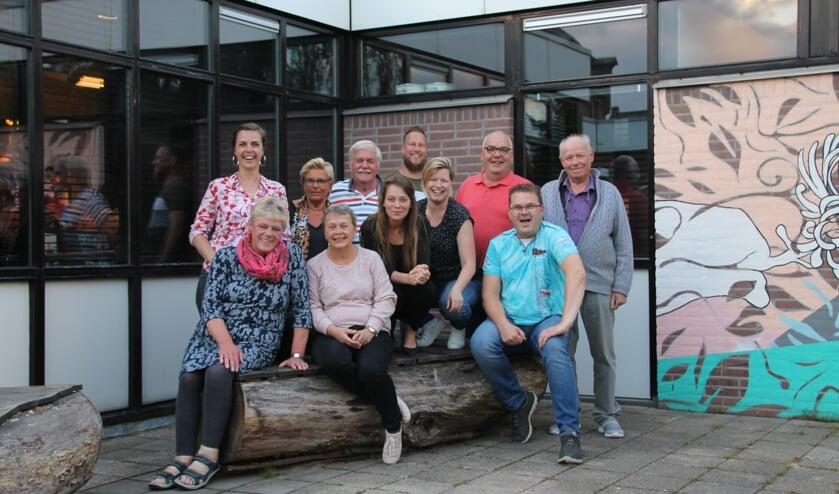 Het bestuur en een aantal vrijwilligers. Foto: Annekée Cuppers