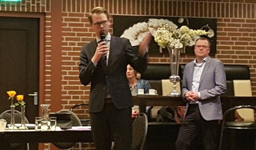 Wethouder Bart Porskamp tijdens de eerste bijeenkomst met de buurt.