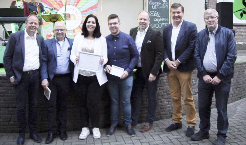 Winnaar Maatschappelijk Ondernemer Berkelland Madelon Kuijk (midden). Foto: Stefan van Drunen