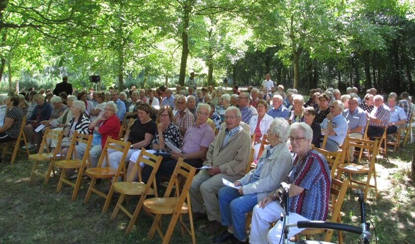 Oecumenische dienst in Steenderen niet in het Plantenbos dit jaar, maar bij Fruitbedrijf Horstink. Foto: Maria Schotman